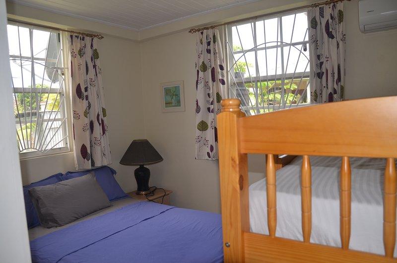 2 dormitorios y literas