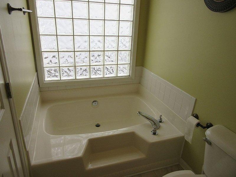 bathroom 1 - tub