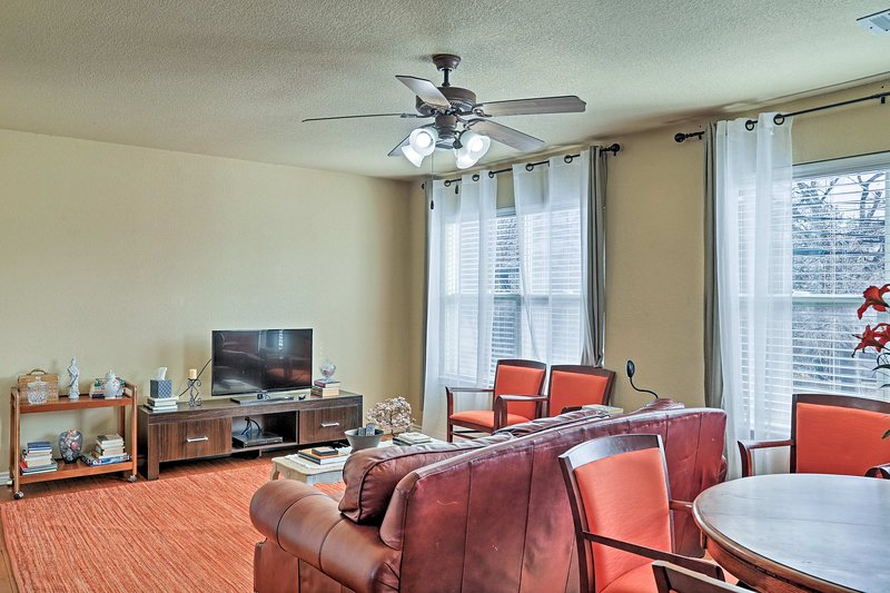 Set your eyes on Arlington when staying at this vacation rental apartment!