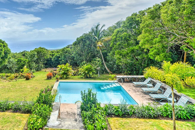 Nevis Home w/ Pool, Stunning Jungle & Ocean Views!, aluguéis de temporada em Gingerland