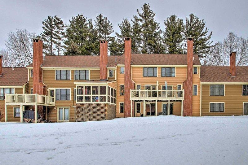 Family Townhome - 1 Mile from Cranmore Mountain!, location de vacances à Kearsarge
