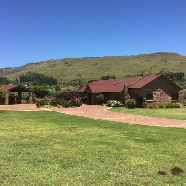 Willow Weir Cottage, graded 5 STAR by TGCSA is situated on Walkersons Estate Dullstroom