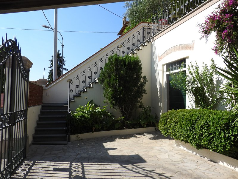 Courtyard ramp and stairs leading to the terrace