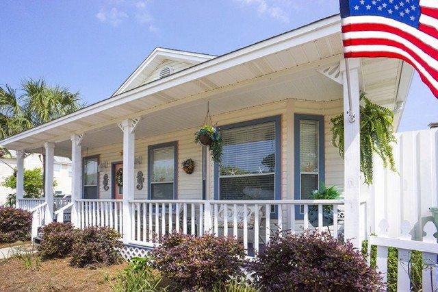 Castaway Cottage front porch