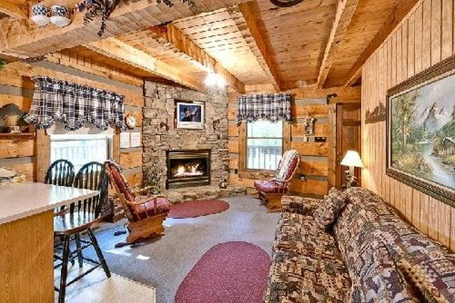 A Cozy Den Gas Fireplace