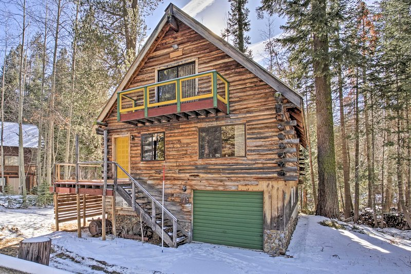 Getaway and stay at 'Dreamtime Cabin,' a vacation rental in Ponderosa!