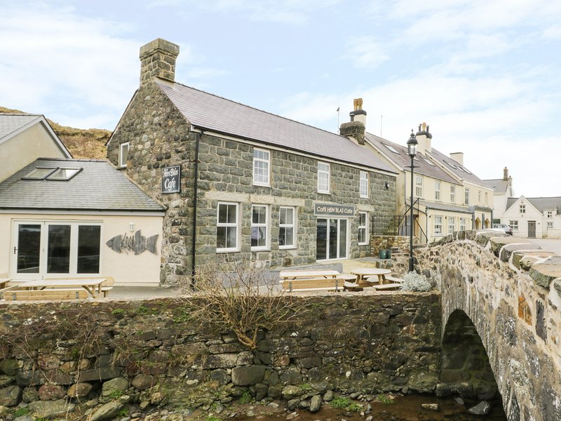 HEN BLAS, close to beach, close to amenities, apartment with woodburner, ideal, location de vacances à Aberdaron