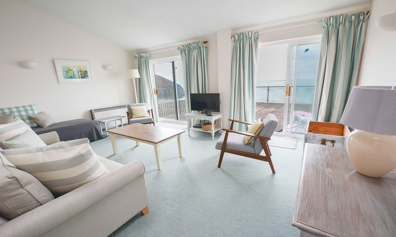 Clifton Court Apt 16 with Seaviews & Heated Pool, holiday rental in Saunton