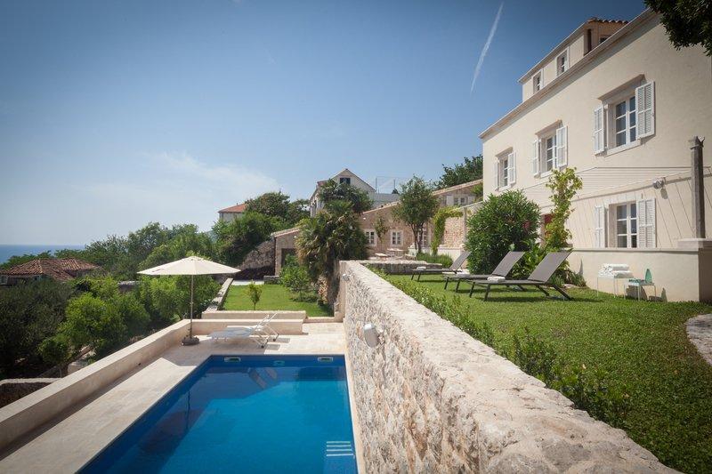 Villa Orchard Dubrovnik – Elegant stone villa with garden and pool, Dubrovnik, vacation rental in Dubrovnik