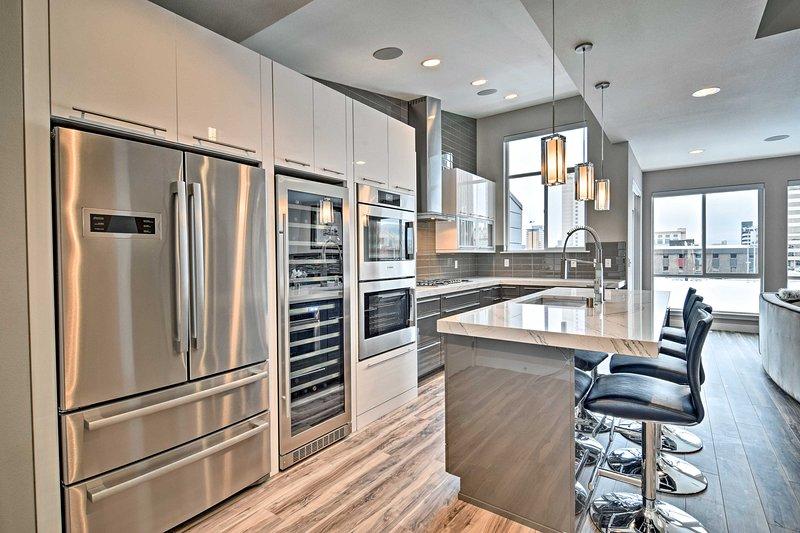 Aucune dépense n'a été épargnée dans la conception de cette maison haut de gamme, équipé d'appareils élégants et caractéristiques tout au long.