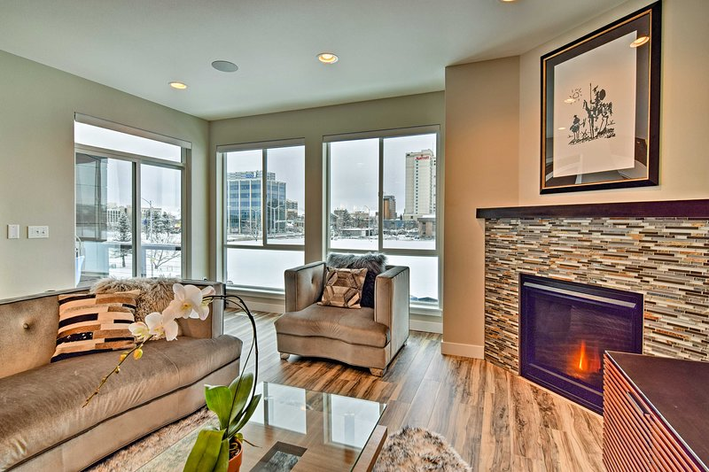 Modern Anchorage Townhome - By Delaney Park Strip!, holiday rental in Anchorage