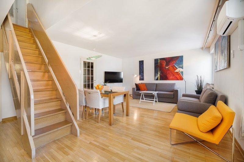 Das erste, was werden Sie feststellen, dass die Wohnung ist bunt, hell und sehr ruhig.