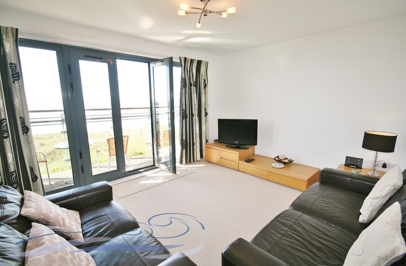 Two Bedroom Sea View Apartment- Fisherman's Way, location de vacances à Swansea