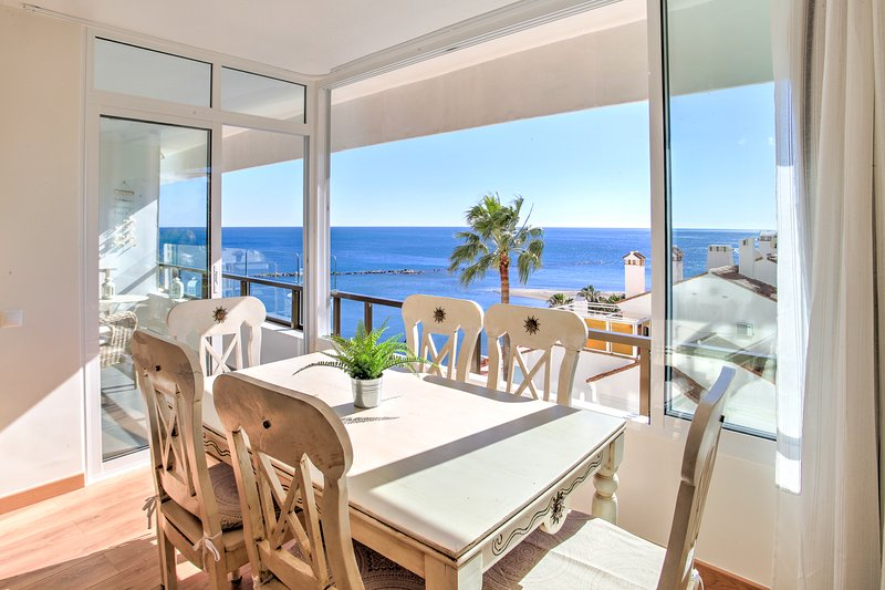 Luxury Ocea.n view Beach apartment, location de vacances à Arroyo de la Miel