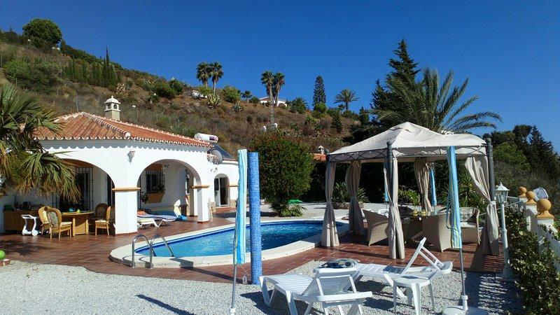 Chambre parentale individuelle dans villa Andalouse avec piscine et vue sur mer, vacation rental in El Morche