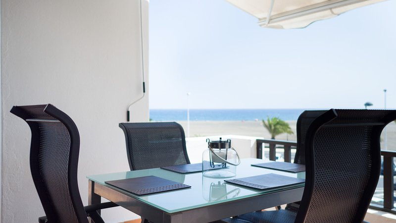 Al fresco dining with a sea view