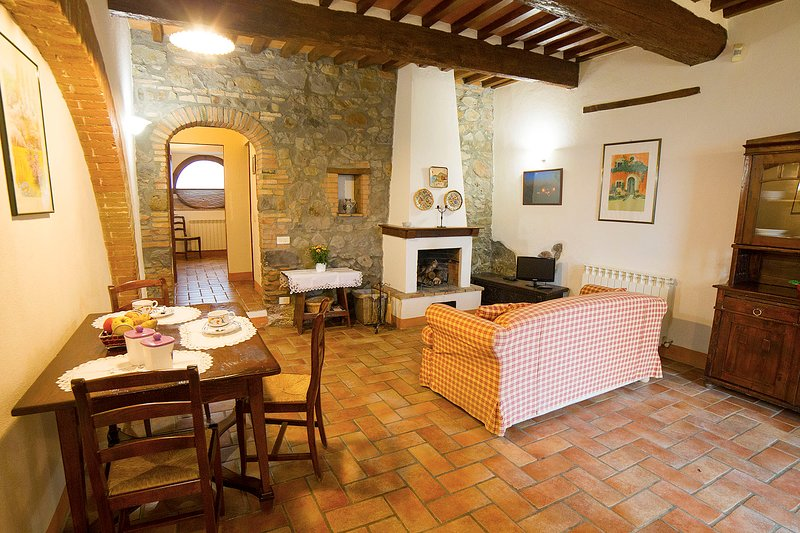 'Arco'. Fascinating apartment in olfd farmhouse in the heart of Val d'Orcia, holiday rental in Radicofani