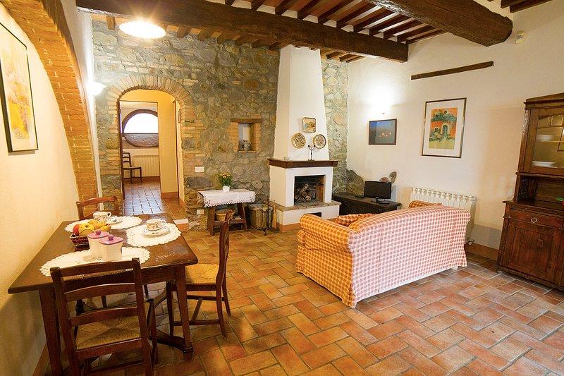 'Arco'. Fascinating apartment in olfd farmhouse in the heart of Val d'Orcia, aluguéis de temporada em Radicofani