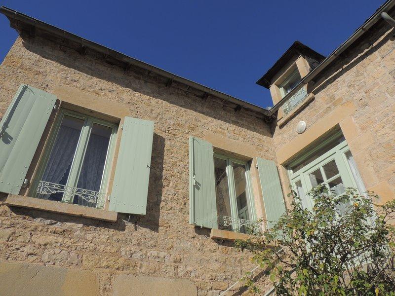 La façade, très bien exposée pour une maison lumineuse.