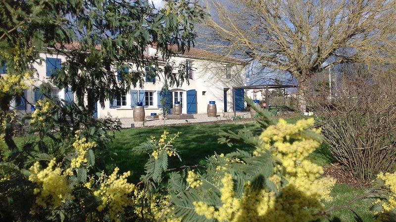 Chambre : L'Estuaire. Chambre d'hôtes La Closerie du Chêne Bleu, vacation rental in Etauliers