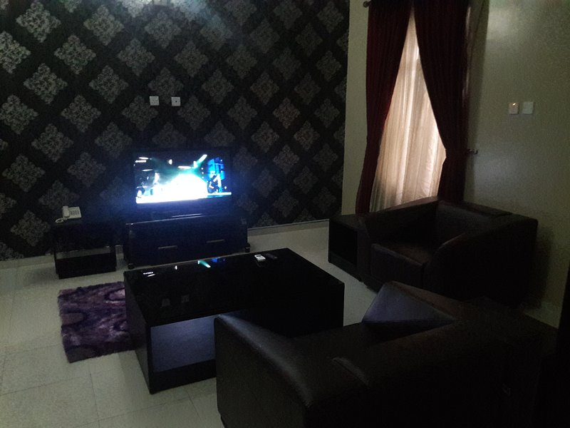 TIPTON HOUSE 1 BEDROOM SUITE, holiday rental in Lagos State