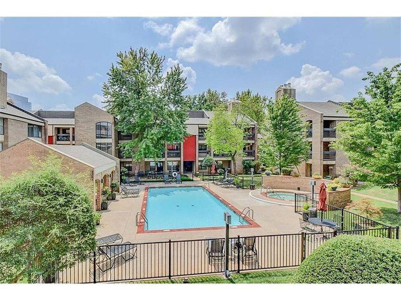 Downtown Condo, walk to Cox Center, Chesapeake arena, restaurants etc,,,