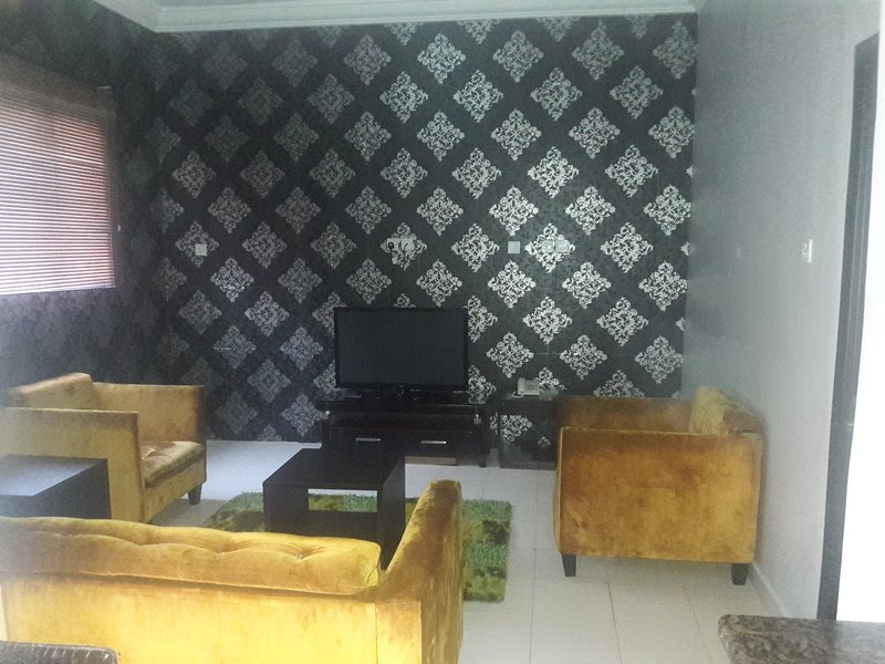 TIPTON HOUSE 2 BEDROOMS EXECUTIVE SUITE, vacation rental in Lagos State