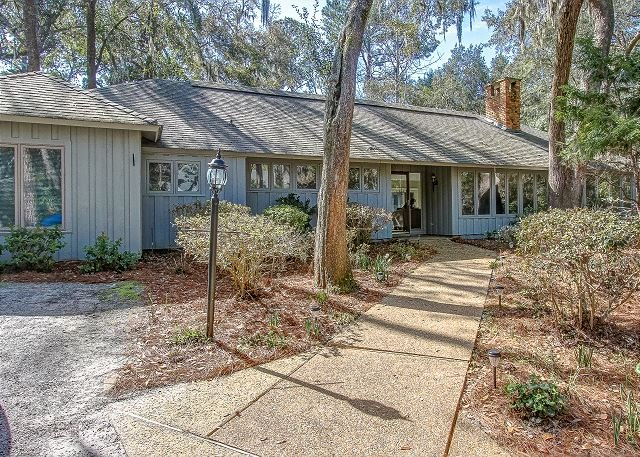 Newly Listed & Furnished Home, Dog Friendly, 4 bedrooms, Bikes, Beach Chairs, vacation rental in Hilton Head