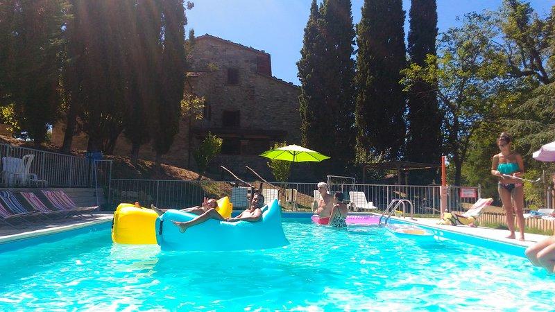 APPARTAMENTO PADRONALE 150 MQ CUCINA,SALONE 4 CAMERE 2 BAGNI PER 8/12 POSTI, location de vacances à San Giustino