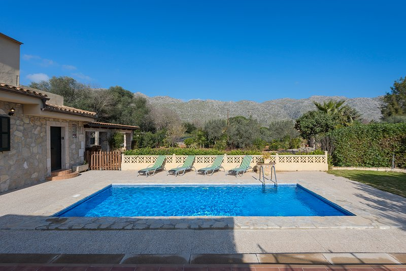 TRADITIONAL MALLORCAN VILLA WITH PRIVATE POOL AND MOUNTAINS VIEWS Chalet in Puerto Pollensa