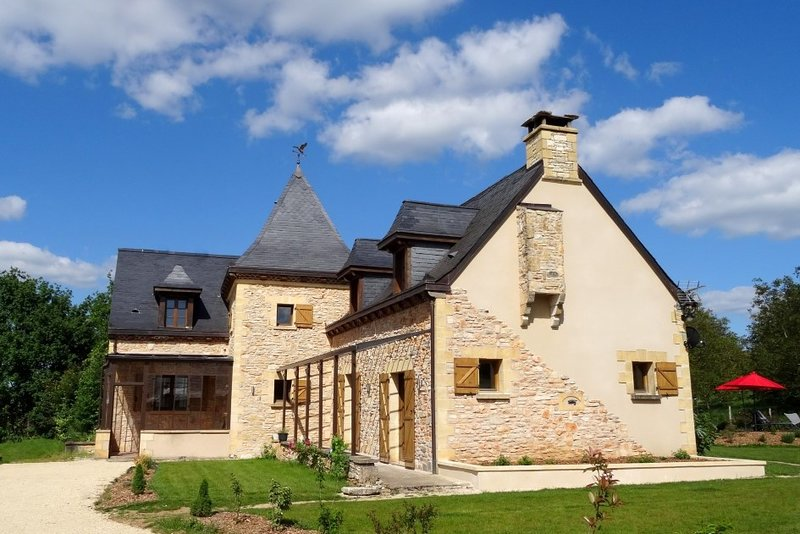 impresionante piedra construido 5 dormitorios casa con piscina privada climatizada de agua salada en Dordogne