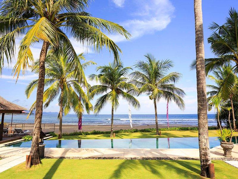 Villa Pushpapuri - Nuota sotto gli alberi di cocco