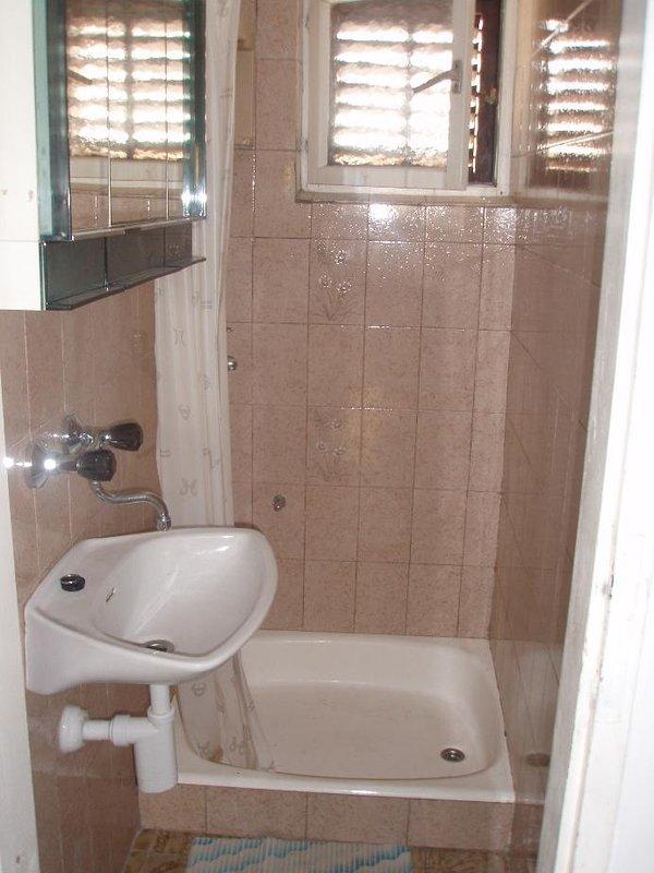 A2 (6): baño con inodoro.