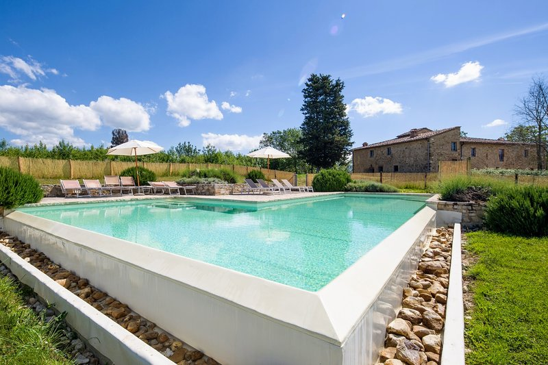 Cignanbianco Holiday Home Sleeps 12 with Pool and Air Con - 5226768, holiday rental in San Leonino