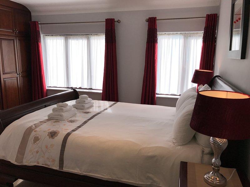 Bedroom 2: Master bedroom en-suite with power shower. 1 x king size bed Safe