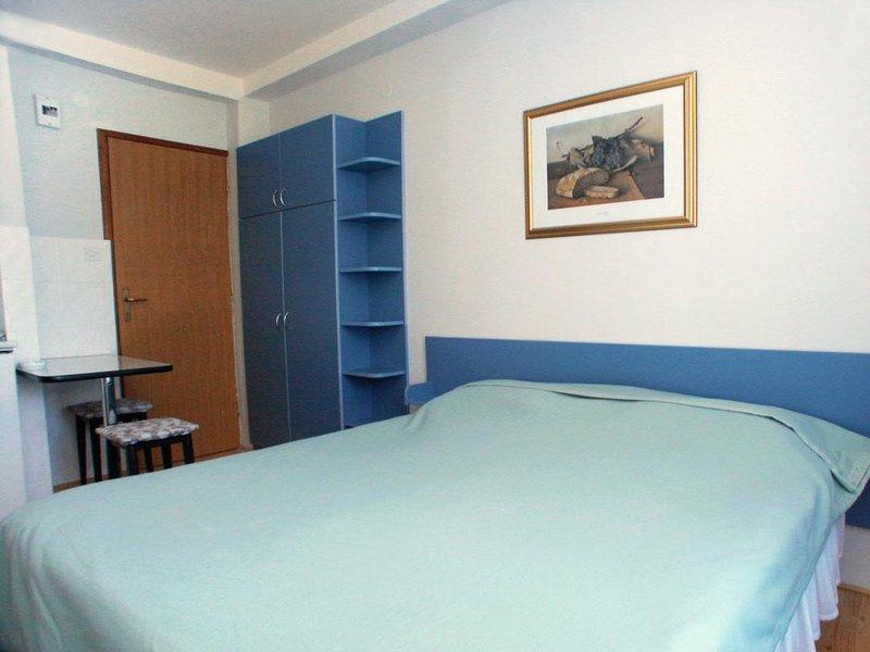 Komiza Apartment Sleeps 2 with Air Con - 5460673, alquiler vacacional en Comisa