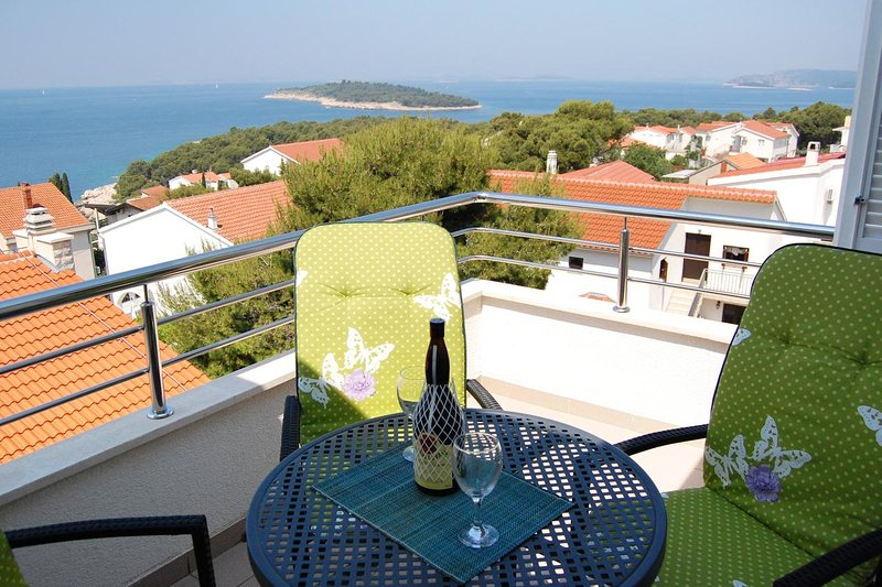 Baselovici Apartment Sleeps 4 with Air Con - 5461691, holiday rental in Primosten Burnji