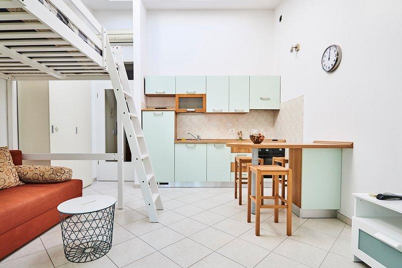 Studio apartment with a sea view, close to the beach, location de vacances à Umag