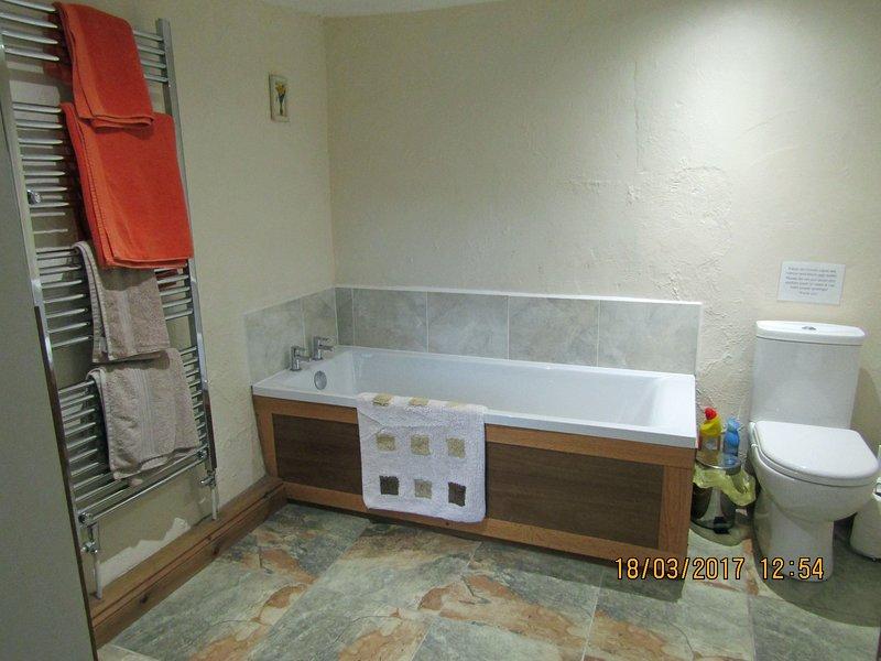 Badkamer met apart bad