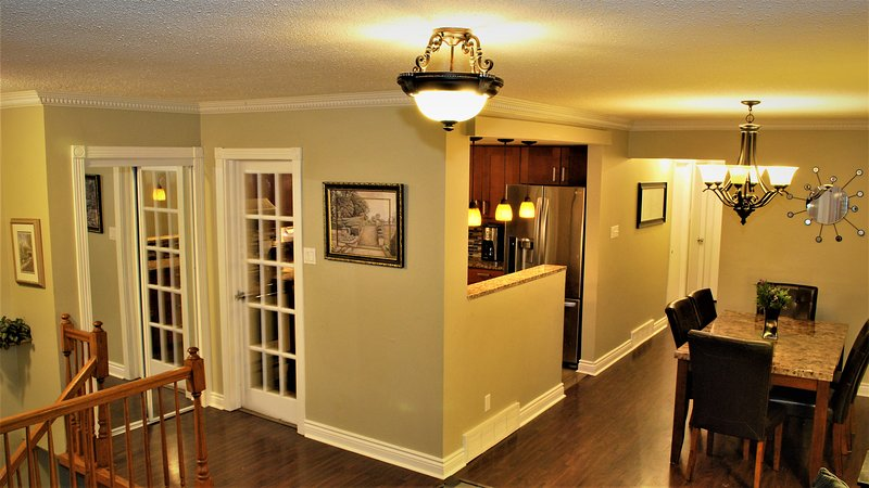 Ottawa Inn - Beautiful 5 BR house (Close to DTown), vacation rental in Carp