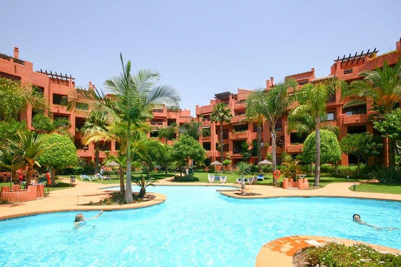 1253 - 2 bed beach side apartment, Alicate Playa, El Rosario, vacation rental in Almogia