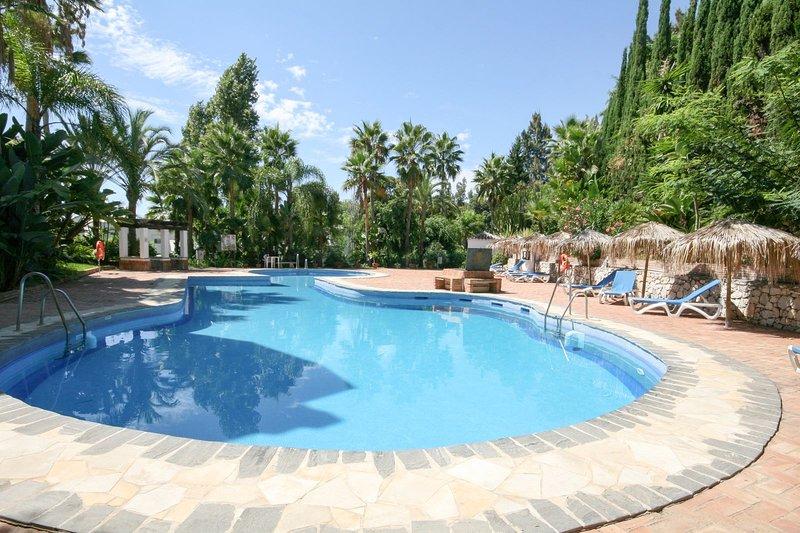 1015 - 2 bed apartment, La Reserva de Marbella, Las Chapas, Marbella, vacation rental in Marbella