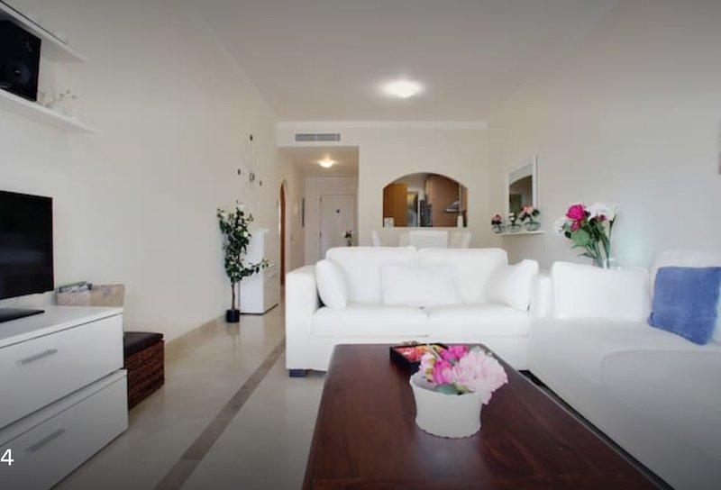 APARTAMENTO LUJO con JARDÍN . WiFI, GOLF y PLAYA, holiday rental in Alcaidesa