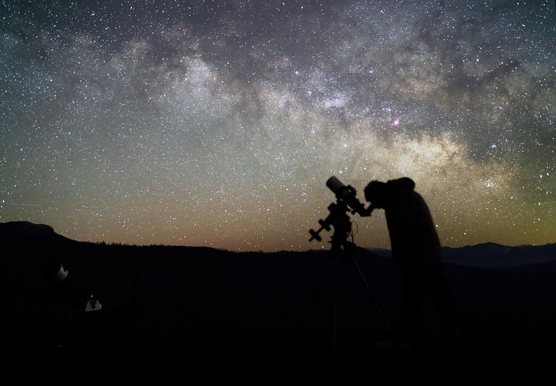 Observing the night sky from front yard