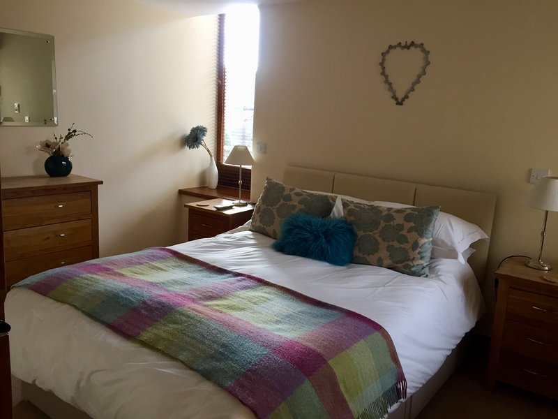 Ground floor bedroom with king size pocket sprung bed, percale bedlinen. Towels provided