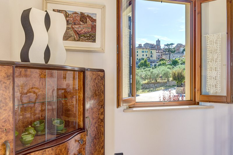 Finestra su Lucignano Apartment, holiday rental in Lucignano