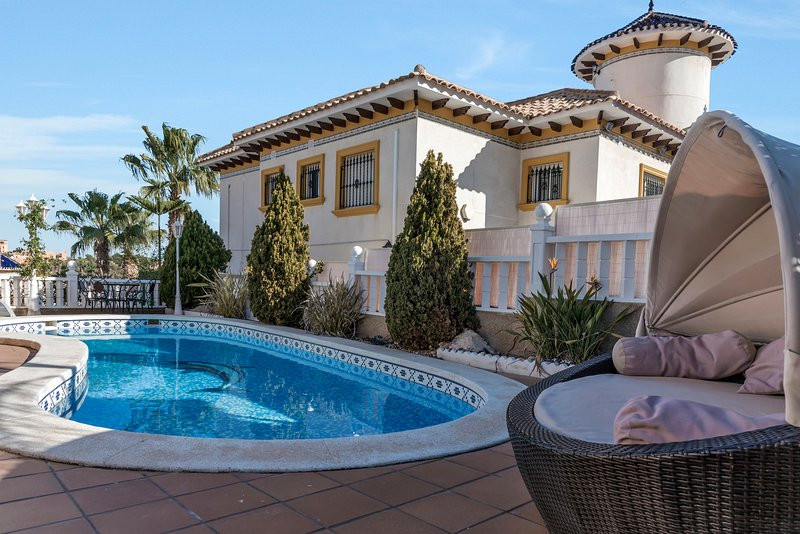 Stunning four  bedroom Villa, holiday rental in Purullena