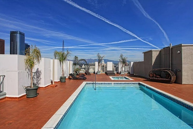 THE Perfect Stay! Chic DTLA 2BR Loft w/ Rooftop Pool & Jacuzzi. Entire Loft!, holiday rental in Los Angeles