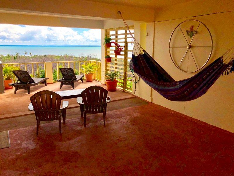 Relajarse en la cubierta Ventoso Amplio en el sol o la sombra en una hamaca