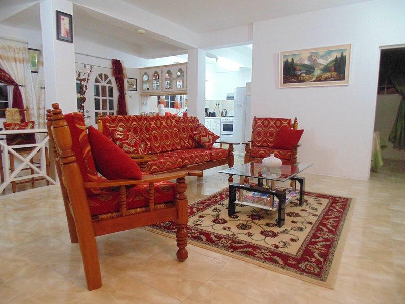 Amplia sala de estar con un montón de espacio para relajarse de verdad.
